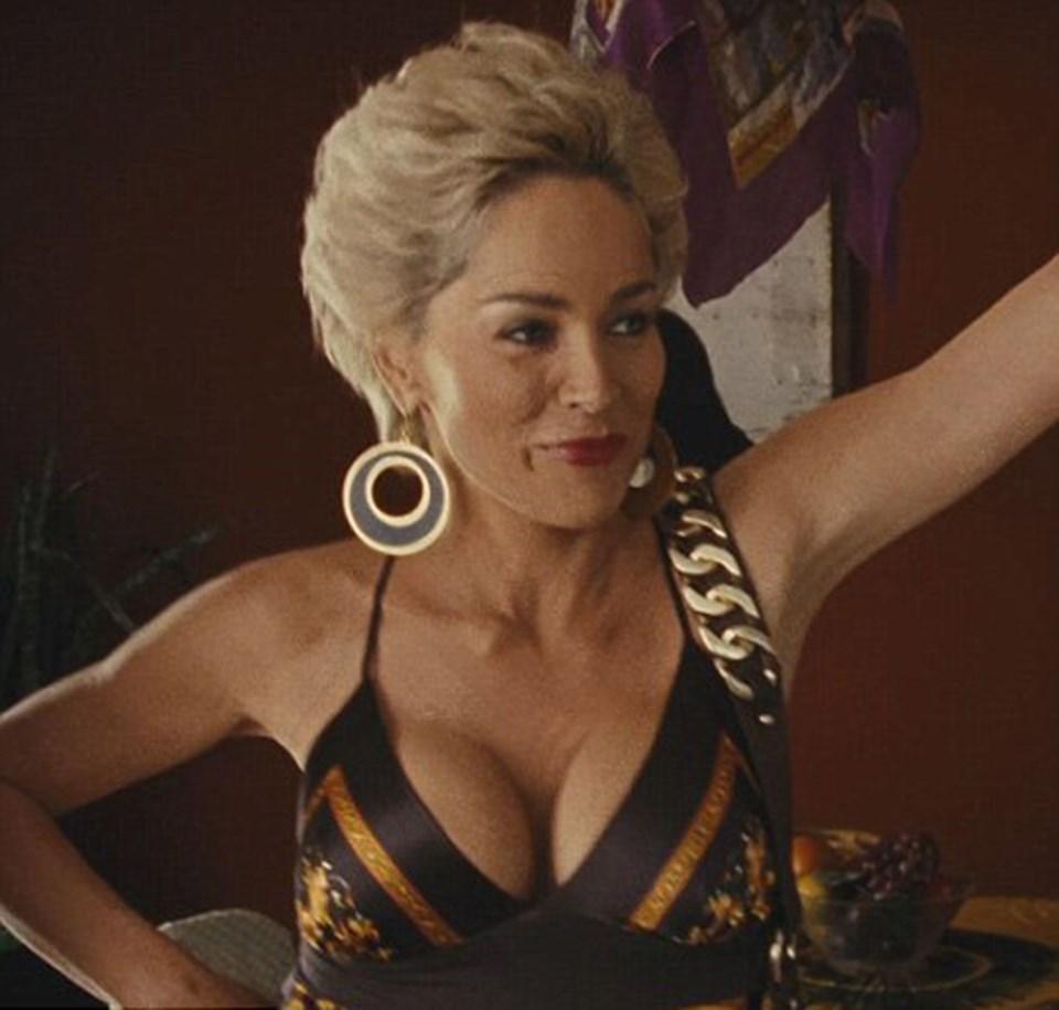 Sharon Stonebağımsız film Five Dollars A Day'de Dolores Jones rolünde vücudunu sergiliyor