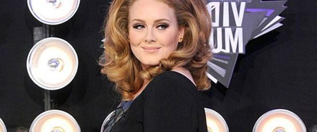 Adele'e Twitter'dan saldırı