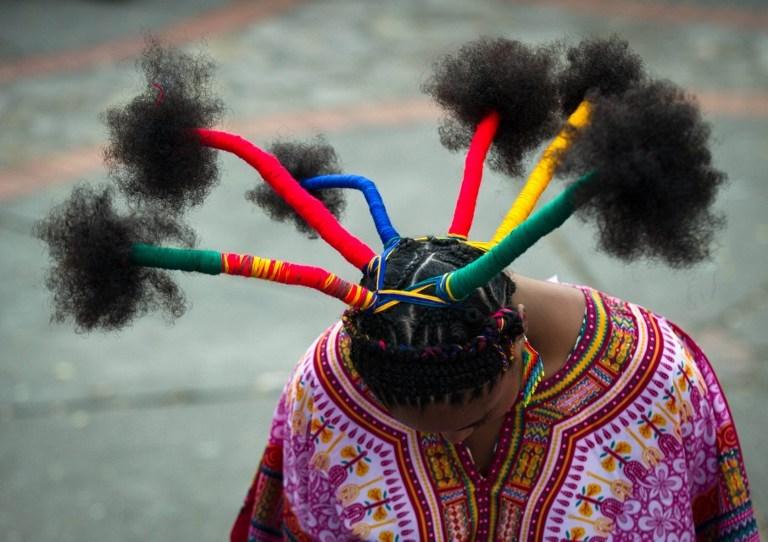 Afro saç modelleri yarıştı