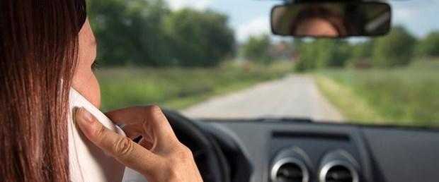 cep-akıllı-telefon-trafik-ölüm041015.jpg