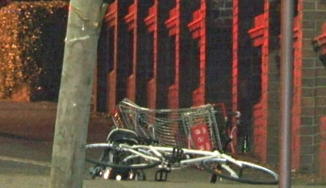 Avustralya'nın Sidney kentinde meydana gelen kaza sonucunda alışveriş aracını kullanan bir kişi olay yerinde hayatını kaybederken diğer kişi ağır yaralı olarak hastaneye kaldırıldı.