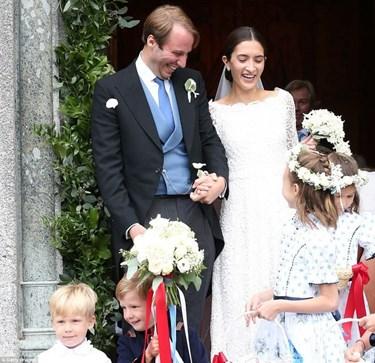 Evlenmeye karar veren çift, önceki gün çok sevdikleri İsviçre Alpleri'nde peri masallarını andıran bir düğünle dünya evine girdiler.