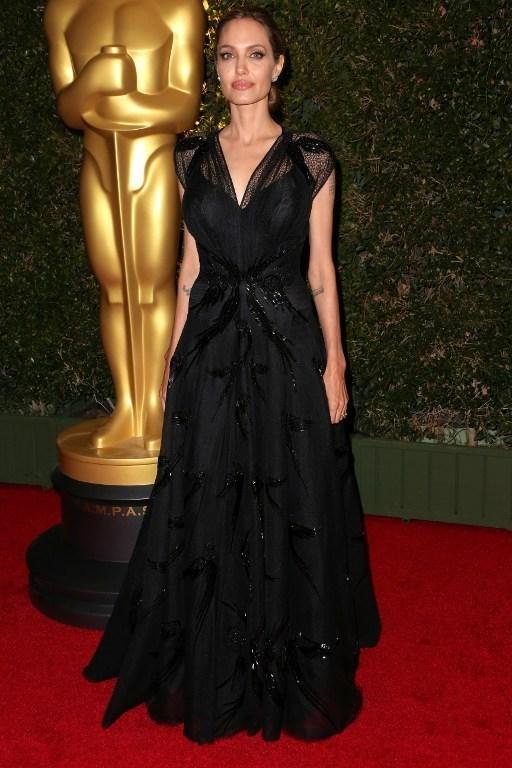 Angelina Jolie ikinci Oscar'ını aldı
