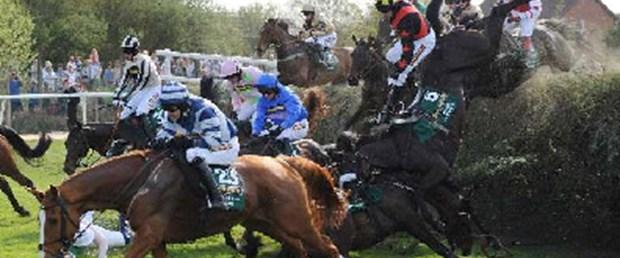 At yarışında feci kaza