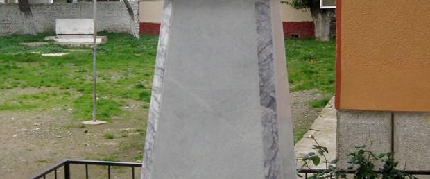 Atatürk büstü yere düştü; düğün yarıda kaldı