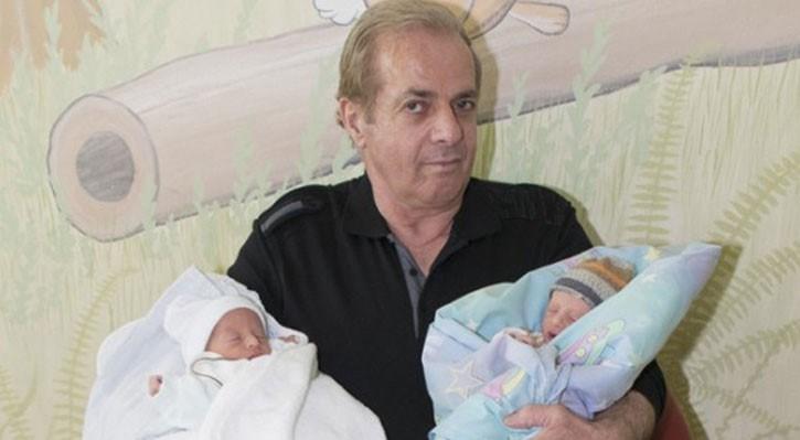 Yaşlı baba, Eldion ve Elmedin adını verdikleri ikiz bebeklerinin olmasından mutlu olduğunu söylüyor.