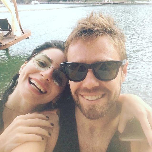 Çift 2015 yılında Adile Sultan Yalısı'nda dünyaevine girmişti.