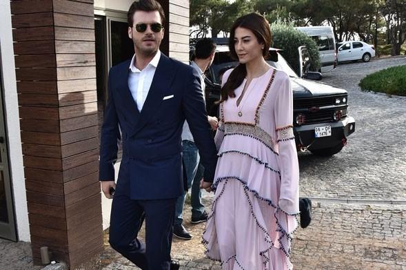Kıvanç Tatlıtuğ ve Başak Dizer, Kenan İmirzalıoğlu ile Sinem Kobal'ın düğününde.