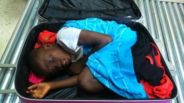 Adou annesine kavuştu, ancak babasını görmek için biraz bekleyecek.