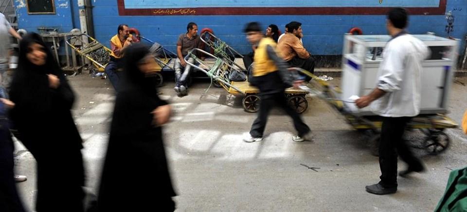 'Bazar-ı Bozurg'un yükünü taşıyorlar