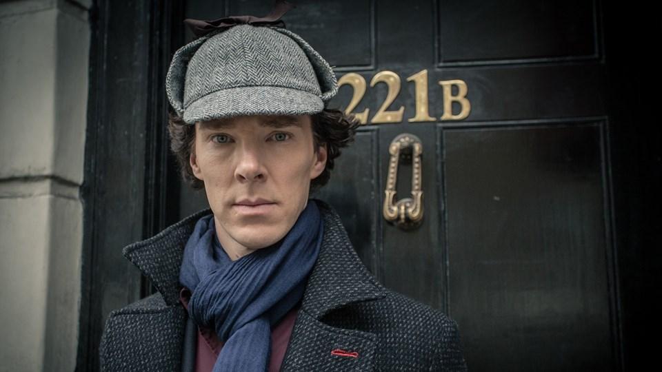 """Benedict Cumberbatch, Mark Gatiss tarafından televizyon için geliştirilen, Sir Arthur Conan Doyle'un aynı adı taşıyan romanlarından uyarlanan İngiliz dizisi """"Sherlock""""ta canlandırdığı Sherlock Holmes karakteri ile ünlendi."""