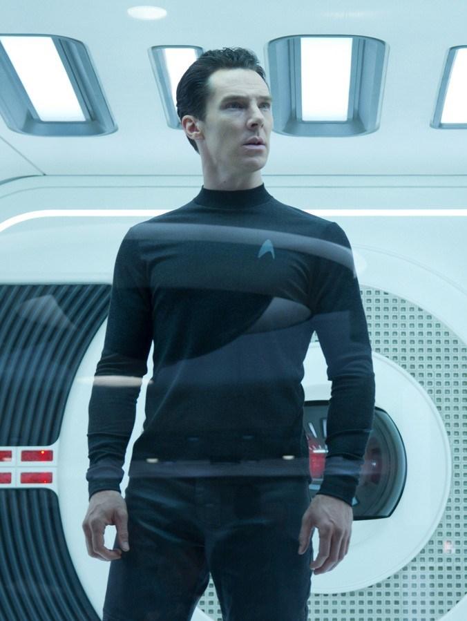 """2009 yapımı """"Star Trek""""in devam filmi olarak 2013'te çekilen """"Bilinmeze Doğru: Star Trek""""te rol alan oyuncu, rolü için sıkı bir diyet uyguladı."""
