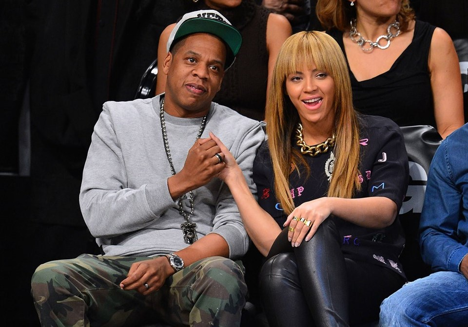 Jay Z (solda) eşi Beyonce ile.