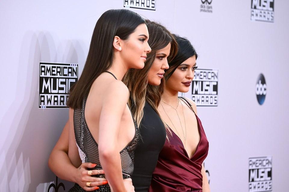 Brad Pitt Kardashian/Jenner Ailesini karıştırdı