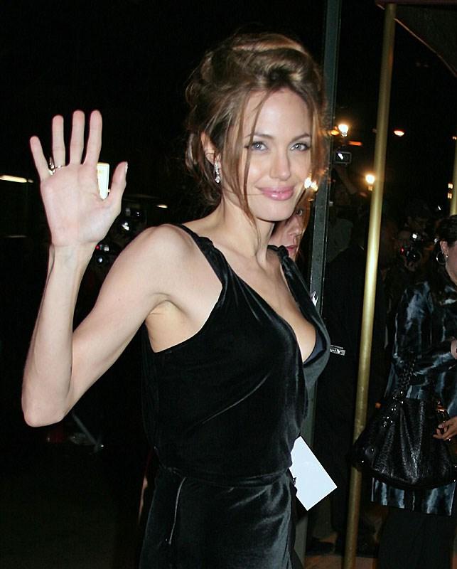 Bu kitap Angelina'yı ayırır