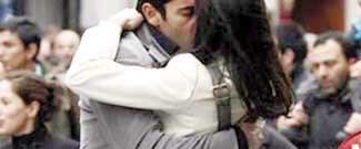 Bu öpüşmenin bedeli: Bin 470 lira
