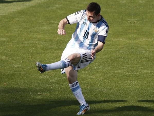 Arjantinli Lionel Messi, gezegenin tartışmasızen iyi sol ayağı...