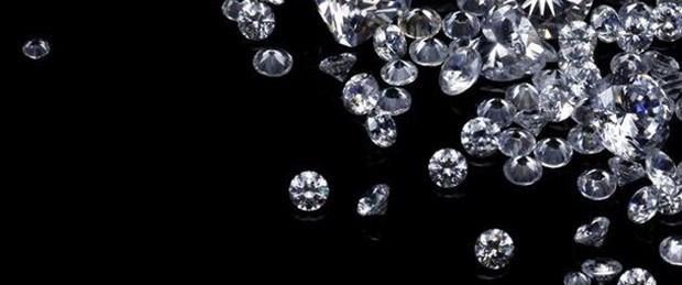 Bulduğu elmasları sahibine geri verdi