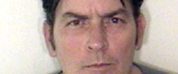 Charlie Sheen Noel gününü gözaltında geçirdi
