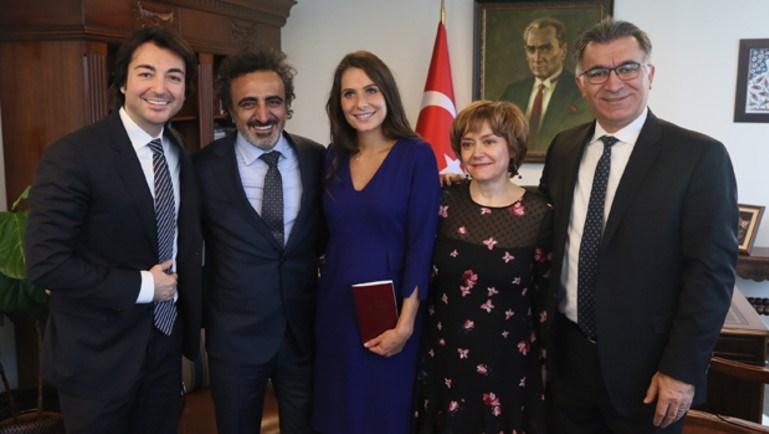 Nikah Türkiye'nin New York başkonsolosluğunda kıyıldı.