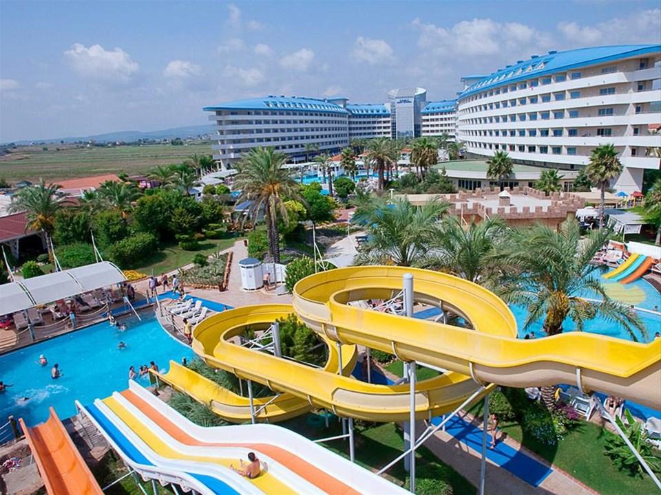 Crystal Admiral Resort Suites & Spa - Side