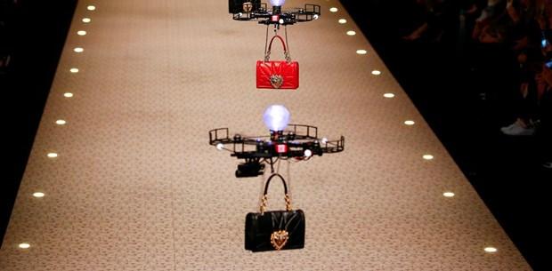 """Defileye """"drone""""lar çıktı"""