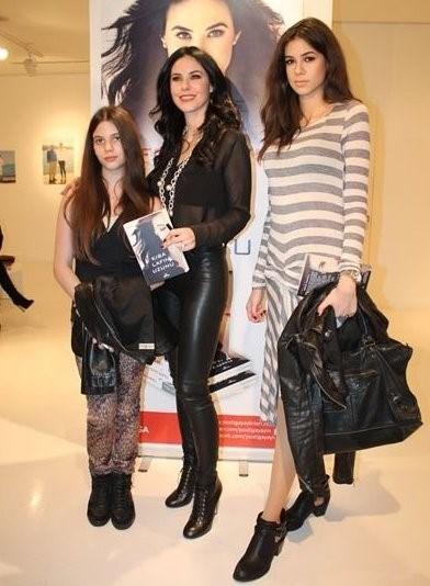 Defne Samyeli'nin 1995 yılında evlenip, 2011 yılında ise boşandığı Eren Talu'dan Deren (21) ve Derin (13) isimli iki kız çocuğu dünyaya geldi.