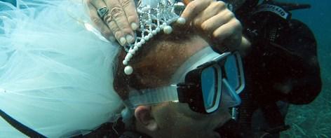 Denizin altında gelin başı