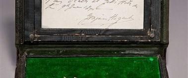 Dickens'ın kürdanı 9 bin 150 dolara satıldı