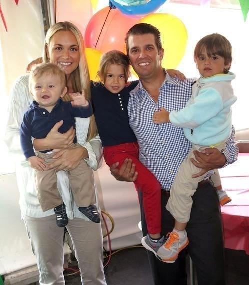 40 yaşındaki iş insanı Donald Trump Jr. ile aynı yaştaki eşinin birlikte yaşamadığı söylentileri, 12 Şubat'ta ortaya atılmıştı.