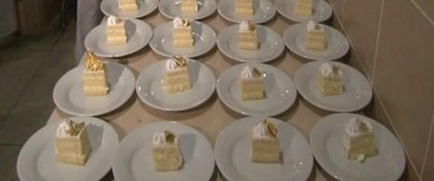Düğünde altınlı pasta yediler