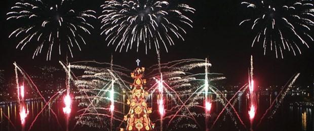 Dünyanın en büyük yüzen Noel ağacı