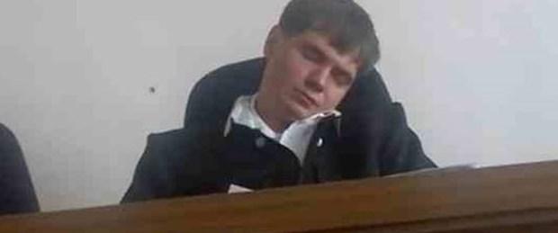 Duruşmada uyudu, işten atıldı