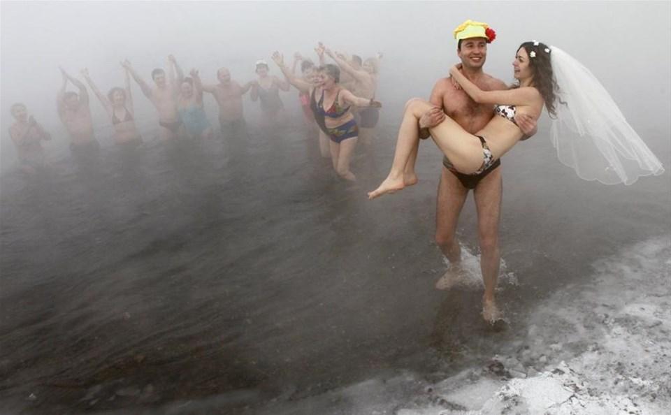 Eksi 30 derecede bikiniyle düğün