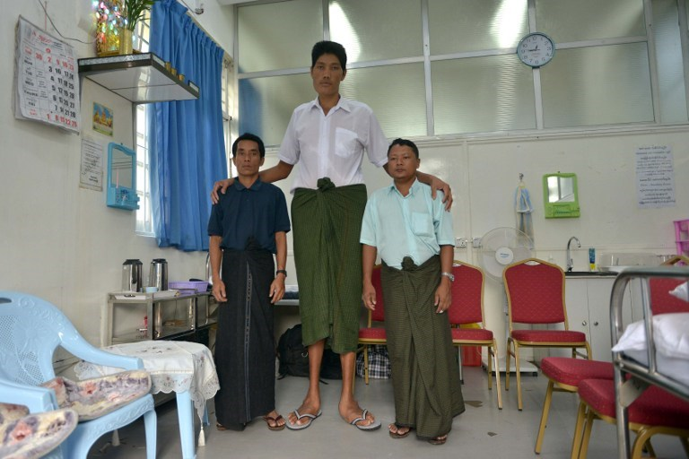 'En uzun adam' ilk kez uçağa bindi