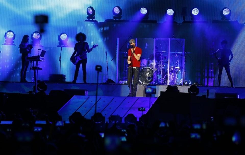 Enrique Iglesias'ın albümleri bugüne kadar 70 milyondan fazla sattı.