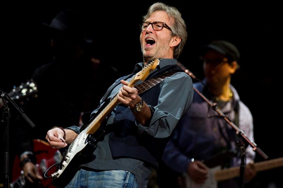 """1991 yışında oğlunun ölümü sonrası depresyona giren Clapton, """"Tears In Heaven"""" adlı şarkıyı oğlu için besteledi."""