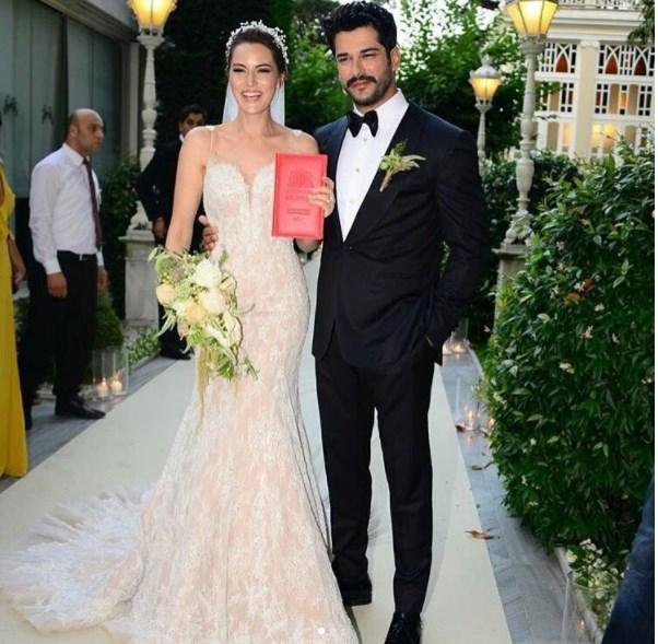 Fahriye Evcen Ve Burak Ozcivit Evlendi Gelinlik Tartismasi 1 Ntv
