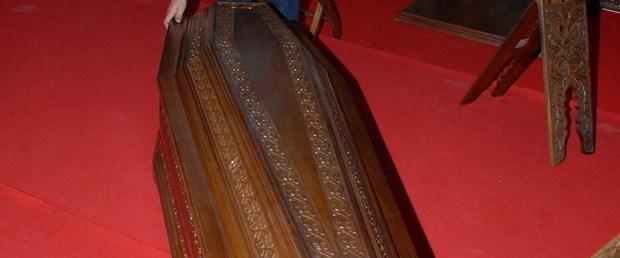 Fuarda ceviz ağacından 2000 TL'lik tabut