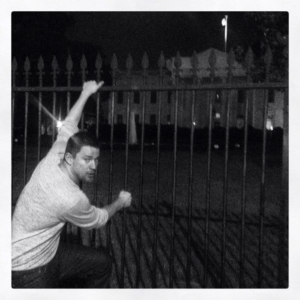 Gece yarısı Beyaz Saray'a girmeye çalıştı