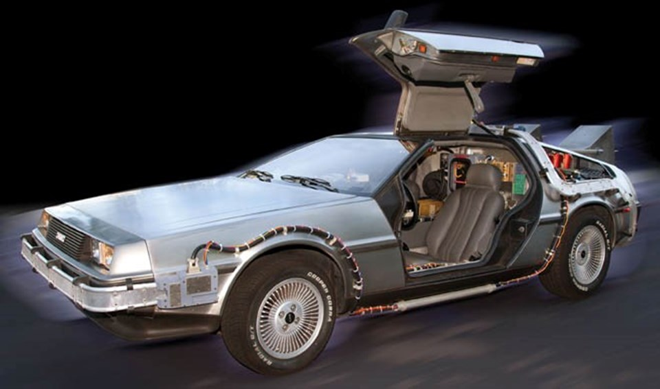 Emmet Brown'un icat ettiği zaman makinesi (Dönemin en iyi spor otomobillerinden Delorean)