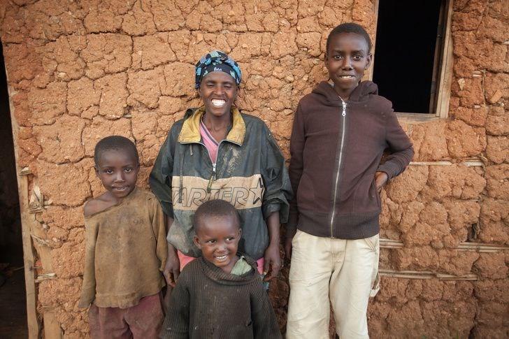 Butoyi ailesi, Burundi (Aylık gelirleri 27 dolar)