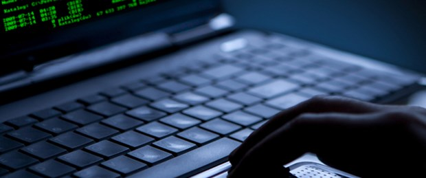 Girdiği hapishanenin bilgisayar ağını hack'ledi