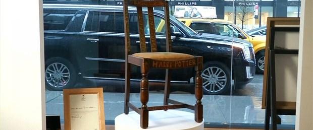 jk-rowling-chair.png