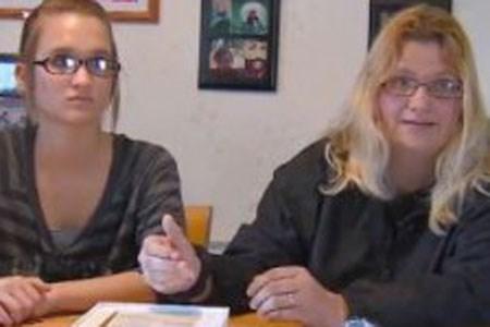 Bobbi Linden (sağda) ve kızı Courtney