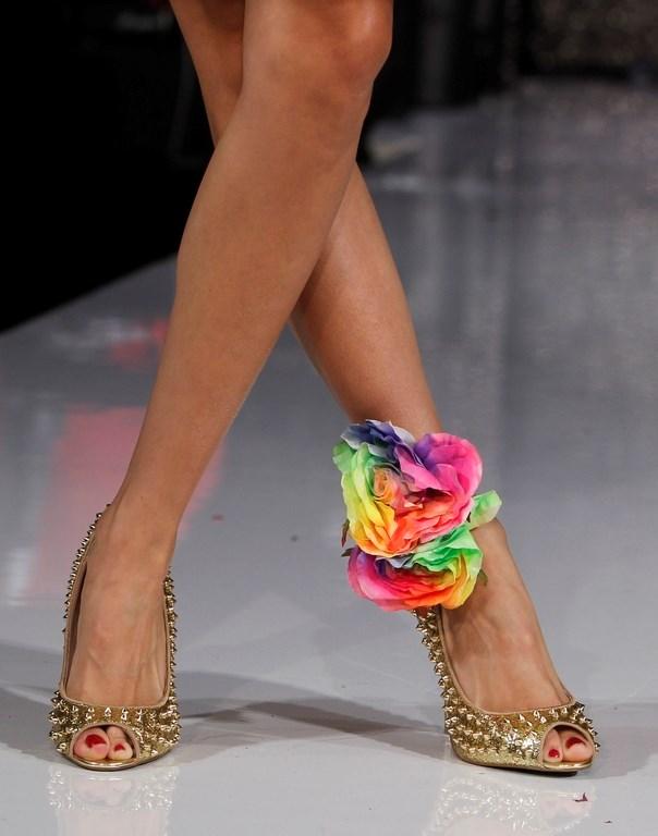 İlkbaharda ayakkabılar 'süslenecek'
