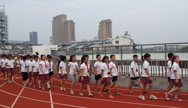 İlkokulun çatısına koşu parkuru