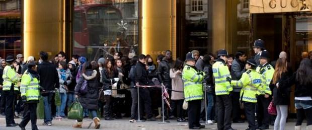 İngiltere'de alışveriş çılgınlığı yaşandı