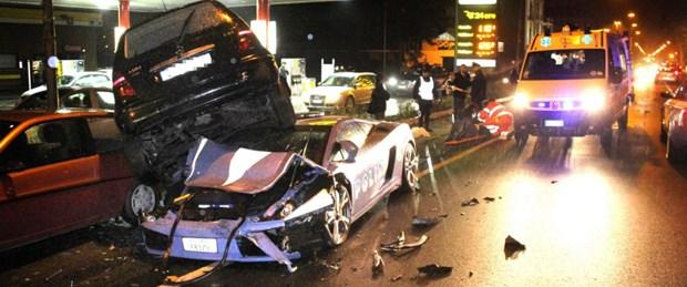 İtalyan polisi Lamborghini'yi hurdaya çevirdi