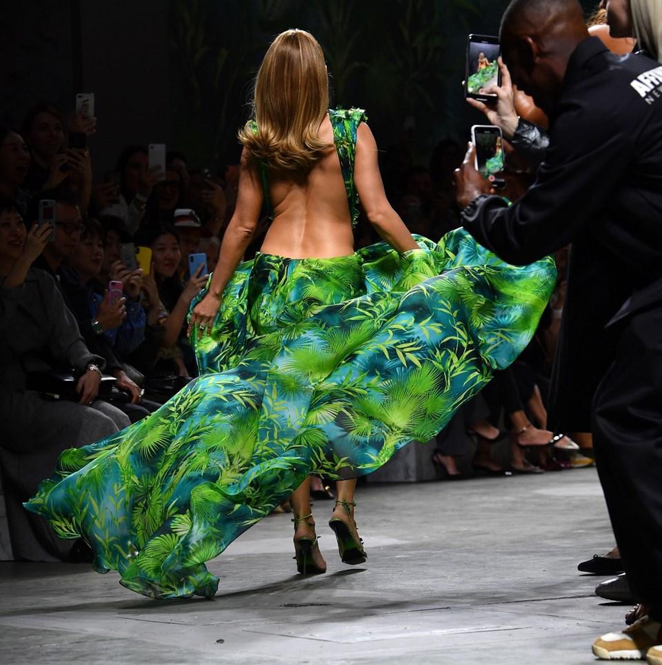 Jennifer Lopez, ikonik elbise, Versace, İtalya Moda Haftası, yeşil elbise
